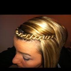 So cute! And a twist to the braid. Pun very much intended.