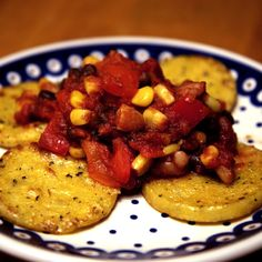 If you're ready to get creative at dinner, let vegan polenta and beans come to the rescue. It's a filling and spicy meal that offers more than 10 grams of vegan-approved protein for under 300 calories. Vegetarian Dinners, Vegetarian Recipes, Cooking Recipes, Healthy Recipes, Vegan Meals, Tasty Meals, Mexican Recipes, Healthy Dinners, Vegan Vegetarian