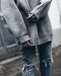 Mikuta- Acne knit