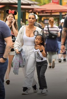 Kim Kardashian And North, Kardashian Style, Kardashian Jenner, Work Life Quotes, Future Goals, Her Style, Kendall, Baby Strollers, Style Inspiration