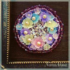 ビーズ刺繍ブローチ3作目は立体花プラバンとコラボ。 NanaAkua's 3rd beads embroidery brooch with Shrink plastic flowers. #ワークショップ #熱縮片 #講習会 #nanaakua #handmade #workshop #プラバン #プラバンワークショップ #立体プラバン #プラ板 #shrinkplastic #shrinkydinks #handicraft #花プラバン #accessories #プラバンアクセサリー #beads #beading #beadwork #beadembroidery