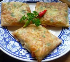 Resep Membuat Martabak Telur Mini Special Enak Indonesian Desserts, Indonesian Cuisine, Tumblr Food, Good Food, Yummy Food, Malaysian Food, Exotic Food, Savory Snacks, Vegan Dishes