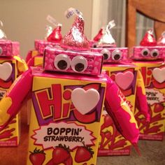 Love Bug Juice Boxes | 21 Easy Valentines Day Treats to Make Kinder Valentines, Valentine Gifts For Kids, Valentine Day Boxes, Valentines Day Treats, My Funny Valentine, Valentine Day Crafts, Valentine Party, Valentines Robots, Homemade Valentines