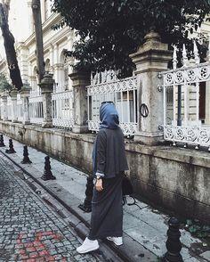 Image de fashion, hijab, and islam Moslem Fashion, Niqab Fashion, Street Hijab Fashion, Hijab Casual, Hijab Chic, Hijab Outfit, Hijab Fashionista, Muslim Girls, Muslim Women