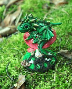 Forest Baby Drachen Skulptur Drachen-Figur von GloriosaArt