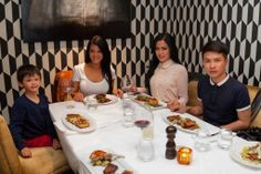 @farahquinn, Armand dan semuanya telah siap menyantap hidangan lezat dari #BostwanaButchery  http://www.botswanabutchery.co.nz/  #food #yummy #delicious #lezat #makanan #luxurynz #newzealand #queenstown #auckland