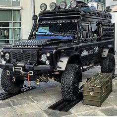 If the A-Team had a #landrover By @todoterrenovzla4x4 #landroverdefender #landroverphotoalbum @landrover @landrover_uk