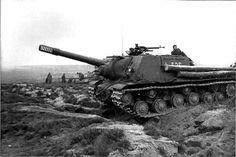 ISU-152 and T-34/85   Flickr : partage de photos !