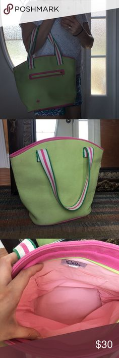 Lilly Tote Bag Gently worn with no damage on the inside. Great for an everyday day! Lilly Pulitzer Bags