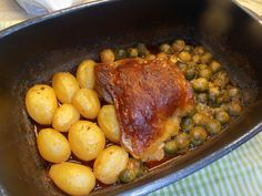 Turkey crispy from the oven, a sophisticated recipe from the poultry category. Turkey Thighs, Food And Drink, Potatoes, Chicken, Meat, Vegetables, Rind, Cooking, Turkey Leg Recipes