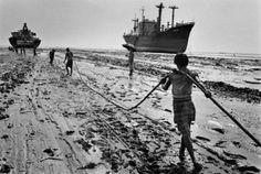Estudio_Pilates_Filipa_Mayer_Sebastiao_Salgado_estaleiro-de-desmantelamento-de-navios-chittagong-bangladesh-1989 1
