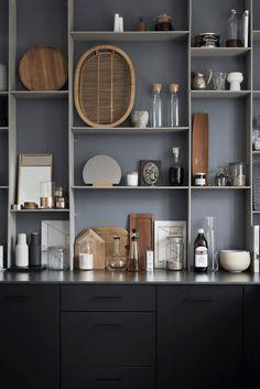 Amazing minimalist interior of Kristina Dam (design attractor) Minimalist Home Interior, Minimalist Kitchen, Minimalist Decor, Minimalist House, Kitchen Interior, Home Interior Design, Interior Styling, Nordic Interior, Exterior Design