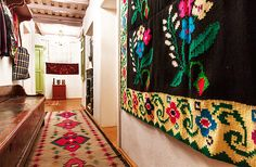 romanian-traditional-house-design-carpets-on-wall-and-floor - Home Decorating Trends - Homedit Traditional Interior, Traditional House, Wood House Design, Rustic Design, Design Case, Home Buying, My Dream Home, Interior Design, Modern