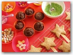 Baking with young children: flower pot cookie cakes