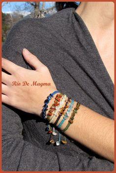 Woven macrame bracelet with quartz. Turquoise thread. Healing stone. Clear quartz. Spiritual hippie