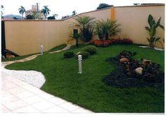 Resultado de imagem para jardim pequeno com gramas e pedras