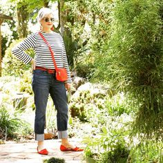 For the majority of ladies, getting a genuine designer handbag isn't something to dash into. Since these hand bags can certainly be so expensive, ladies in some cases worry over their decisions prior to making an actual purse acquisition. Mature Fashion, 60 Fashion, Over 50 Womens Fashion, Trendy Fashion, Fashion Looks, Fashion Bags, Casual Summer Outfits For Women, Casual Outfits, Cute Outfits