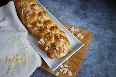 Fotografie receptu Šlehačková vánočka | Vaření.cz Hot Dog Buns, Hot Dogs, Bread, Food, Brot, Essen, Baking, Meals, Breads