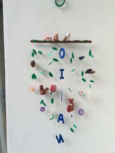 Movil infantil personalizado y creado artesanalmente con arcilla polimerica. Significado de Oihan: Es un nombre Vasco y significa bosque. Diseñado y creado por Stephanie Henke para Isainar Creaciones.