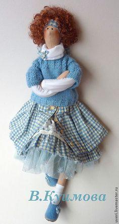 Купить или заказать Кукла ' Галочка' в интернет-магазине на Ярмарке Мастеров. Кукла изготовлена в смешанном стиле бохо и прованс Платье сшито из натурального хлопка про-во США, свитерок связан мною из шерстяной пряжи .Обувь также выполнена мною вручную. Может сидеть самостоятельно. Волосы выполнены из…
