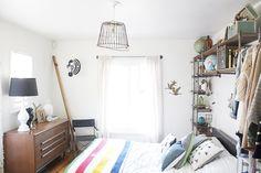 Étagères au-dessus du lit