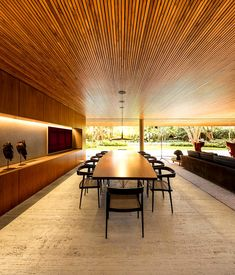 Al interior se uso un concepto minimalista con acabados crudos.   Galería de fotos 3 de 19   AD MX