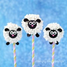 This Easter add the most adorable Oreo Lamb Lollipops to your baskets. Each crunch cookie is dipped in white chocolate and coated in mini marshmallows. So sweet!