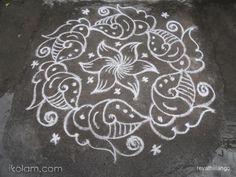 Rangoli 9 to 5 interlaced dots: Friday sangu kolam in white. by revathiilango Rangoli Designs With Dots, Rangoli With Dots, Beautiful Rangoli Designs, Simple Rangoli, Lotus Rangoli, Diwali Rangoli, Rangoli Patterns, Rangoli Kolam Designs, Welcome Rangoli