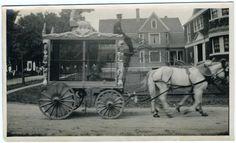 circus wagon moving through town. Vintage Circus Photos, Vintage Carnival, Vintage Pictures, Vintage Photographs, Old Pictures, Old Photos, Old Circus, Circus Art, Circus Theme