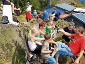 #suhl #freieswort Zum Frühschoppen hatte das Team des Ruppbergvereins am Sonntag eingeladen. Bei strahlendem #Sonnenschein kamen viele Zella-Mehliser und Nachbarn, so dass die Stühle und Bänke auf der Terrasse schnell besetzt waren