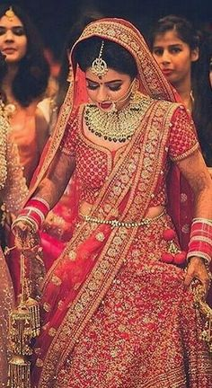 Fulfill a Wedding Tradition with Estate Bridal Jewelry Indian Wedding Gowns, Indian Bridal Lehenga, Indian Bridal Outfits, Indian Bridal Fashion, Indian Bridal Wear, Bridal Dresses, Eid Dresses, Wedding Lehenga Designs, Designer Bridal Lehenga