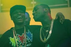 NIGERIAN TOP SECRET: Awww, Davido and Wizkid kiss and make up (photos)