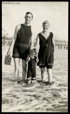 Vintage snapshot of a family in the surf, with the man holding a period bo., Beach Outfits, Vintage snapshot of a family in the surf, with the man holding a period box camera. Vintage Bathing Suits, Vintage Swim, Mode Vintage, Vintage Hawaii, Vintage Travel, 1920s Photos, Vintage Photographs, Old Photos, Vintage Pictures