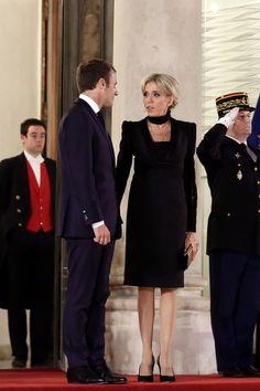 Brigitte et Emmanuel Macron à l'Elysée pour un dîner d'honneur avec Michel Aoun, président libanais et sa femme