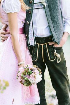 Moderne Trachten-Hochzeitsinspiration auf dem Eibsee Bridal bouquet: Petra Mueller Blumen, Munich