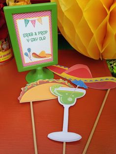 Laura from LAURA'S little PARTY shares the simple DIY instructions for making adorable Cinco de Mayo photo booth props as seen in the Summer issue of EPM Mexican Birthday, 80th Birthday, Mexico Party, Le Colorado, Fiesta Theme Party, Photo Booth Props, Party Time, Party Party, Party Favors