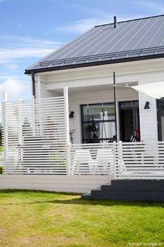simple privacy fence for backyard Outdoor Spaces, Outdoor Living, Outdoor Decor, Garden Steps, Backyard Projects, Diy Pergola, Garden Inspiration, Outdoor Gardens, Architecture Design