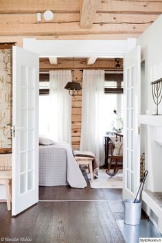 The Lovely Deco: mai 2016 Cottage Design, Farmhouse Design, Scandinavian Cottage, Cabin Chic, Style Rustique, Cottage Renovation, Hygge Home, Log Cabin Homes, Wooden House