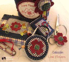 Hoy os traigo dos pequeños accesorios de costura .   de esos que tanto me gustan.         Un guarda agujas y un busca tijeras ,   par...