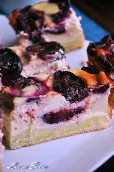 Cheesecake cu prune Romanian Desserts, Romanian Food, Plum Cake, My Dessert, Something Sweet, Cheesecake Recipes, Cheesecakes, Nutella, Sweet Treats