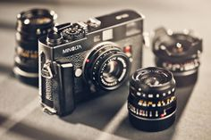 Minolta CLE. Rangefinder, manual focus. Uses M-bajonet lenses. Auto exposure.
