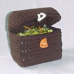 crochet treasure chest | This treasure chest is perfect for Dad to put his pocket change in at ...