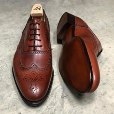 "995 mentions J'aime, 5 commentaires - www.afinepairofshoes.co.uk (@afinepairofshoes) sur Instagram : ""Hunt wingtip brogue in Mahogany calf by Alfred Sargent #alfredsargent #hunt #wingtip #brogue…"""