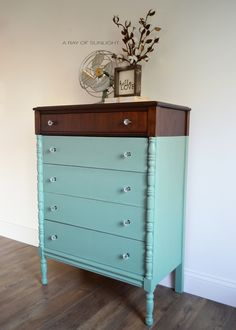 Paint Dipped Teal Dresser #DIY #furniturepaint #paintedfurniture #chalkpaint #dipped #teal #turquoise #dresser #countrychicpaint - blog.countrychicpaint.com