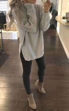 20 more winter work outfits for women casual sweaters ! winter-workoutfits für damen-freizeitpullover winter work outfits for women casual sweaters ! Athleisure Outfits, Legging Outfits, Yoga Pants Outfit, Athleisure Fashion, Casual Fall Outfits, Fall Winter Outfits, Outfits Spring, Women Fall Outfits, Winter Style
