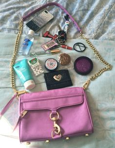 What In My Bag, What's In Your Bag, What's In My Purse, Flat Lay Photography, You Bag, Diaries, Nostalgia, Bb, Accessories