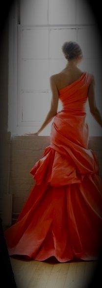 Love the flow of this dress