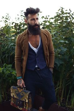 Great style! The layer on layer works perfectly for this outfit #outfit #fashion
