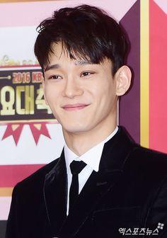 Chen - 161229 2016 KBS Gayo Daejun, red carpet Credit: 엑스포츠뉴스. (2016 KBS 가요대축제)