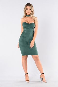 - Available in Hunter Green, Mauve, Navy, and Spice - Strapless with Choker - Sweetheart Neckline - Padded Cups - Back Zipper - Suede - Fitted - 90% Polyester, 10% Spandex